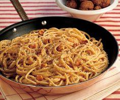 Spaghettoni al pecorino, pepe e noci