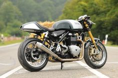 Finally, it was not our intention to build a typical custom bike but to keep the character and the original appearance of the Norton Commando 961. One should only see at second glance that it is not a repainted Norton but a true New Triton.