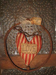 PRiMiTiVe VaLeNtiNe WrEaTh/RuStY WiRe /PRiSoNeR Of LoVe - So Cute <3 - love the heart