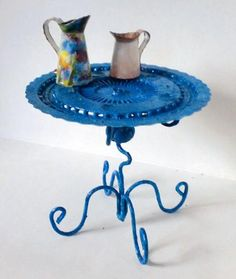 How to use the round plastic sewing pins wheel to make a `metal`table Source: Pequeñ Evasion