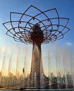 Mais uma da Expo2015: a árvore da vida. Todo dias às 19h tem esse show de água e música - Instagram by 360meridianos
