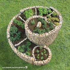 15 Creative Spiral Garden to Break the Monotony in Outdoor Place - Top Inspirations