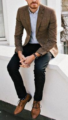 Here is Brown Dress Shoes Outfit Idea for you. Brown Dress Shoes Outfit how to wear brown shoes outfits with brown dress Business Casual Attire For Men, Men Casual, Casual Menswear, Business Wear, Professional Attire, Business Outfits, Casual Wear, Blazer En Tweed, Brown Blazer