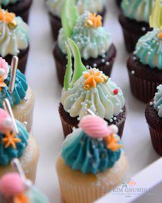 Under the sea cupcake Ocean Theme Cupcakes, Coral Cupcakes, Sea Cupcakes, Themed Cupcakes, Cupcake Party, Cupcake Ideas, Dessert Ideas, Birthday Cakes, Birthday Ideas