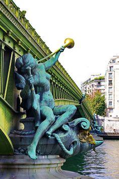 Le Pont Mirabeau, Paris.