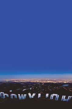ハリウッドサインと町の夜景