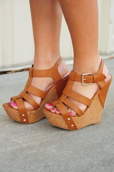 We'll Be Ok Wedges: Cognac - 30 Ultra Trendy Wedge Sandals On The Street - Style Estate -