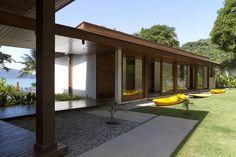 Casa en Flamengo, Ubatuba, Brasil - Gebara Conde Sinisgalli Arquitetos - © Salvador Cordaro