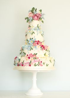 Wedding Cakes - There are beautiful watercolored pastel cakes, but also sophisticated tiered wedding cakes with classic details. We are seriously blown away by these irresistible elegant wedding cakes from Rosalind Miller that are g. Floral Wedding Cakes, Elegant Wedding Cakes, Wedding Cakes With Flowers, Wedding Cake Designs, Cake Wedding, Gorgeous Cakes, Pretty Cakes, Bolo Grande, Pastel Cakes