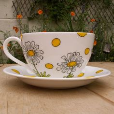 Malideen Tee Kaffee Tasse Blumen Ornamente Ostern Geschirr author:Marie Zenack We have to face the s Ceramic Mugs, Ceramic Pottery, Ceramic Art, Ceramic Design, Sharpie Crafts, Sharpie Art, Sharpies, Painted Mugs, Hand Painted Ceramics