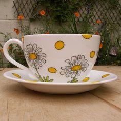 Daisies Jumbo Teacup | wowthankyou.co.uk