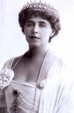 The Romanian Massin Tiara. Queen Marie of Romania, taken about During WWI the Romanian jewels were placed in a Moscow bank for safekeeping. They were subsequently seized by the Bolsheviks, and never seen again. Romanian Royal Family, Anna Pavlova, Royal Tiaras, Royal Jewelry, Jewellery, Queen Mary, Kaiser, Queen Victoria, Belle Epoque