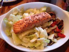 Ta med fisk på hyttakos Kos, Cobb Salad, Meat, Chicken, Beef, Cubs