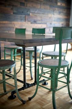 Easy Industrial Farmhouse Decor Designs For Your Country Urban Living Space Industrial Farmhouse Design No. Industrial Style Dining Table, Industrial Farmhouse Decor, Farmhouse Kitchen Tables, Farmhouse Bedroom Decor, Farmhouse Design, Farmhouse Ideas, Kitchen Dining, French Industrial, Industrial Metal