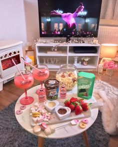 girl valentines ideas for kids ; Movie Night For Kids, Halloween Movie Night, Movie Night Snacks, Movie Night Party, Family Movie Night, Girls Night In, Sleepover Snacks, Fun Sleepover Ideas, Sleepover Party