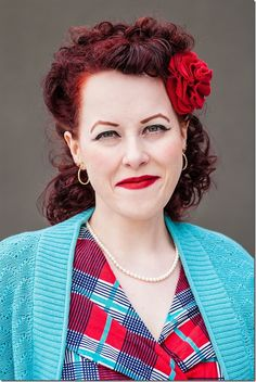 Oh how I heart the pairing of red and turquoise (especially when vintage garments are involved!).