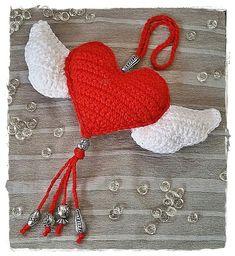 Häkelherz Wings of Love Häkelanleitung Crochet Fruit, Diy Crochet, Crochet Dolls, Crochet Flowers, Crochet Angel Pattern, Crochet Keychain Pattern, Crochet Angels, Crochet Patterns For Beginners, Easy Crochet Patterns