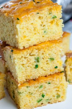 We love this Fuffy Jalapeño Cheddar Cornbread! This crazy good cornbread gets a leg up from two classic mix-ins: ooey gooey cheddar cheese and fiery jalapeño. The result is a kiss of heat blanketed by cheesy cornbread goodness. Cheesy Cornbread, Jalapeno Cheddar Cornbread, Mexican Cornbread, Homemade Cornbread, Homemade Breads, Jalapeno Corn Bread Recipe, Savory Cornbread Recipe, Cornbread Cake, Cheddar Cheese Recipes