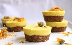 These raw cupcakes have a creamy mango filling and an easy-to-make crust.