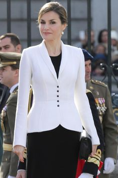 6 January 2016 - King Felipe and Queen Letizia attend the Pascua Militar ceremony at the Royal Palace in Madrid, Spain Blazers For Women, Suits For Women, Jackets For Women, Clothes For Women, Royal Fashion, Look Fashion, Womens Fashion, Classy Outfits, Casual Outfits