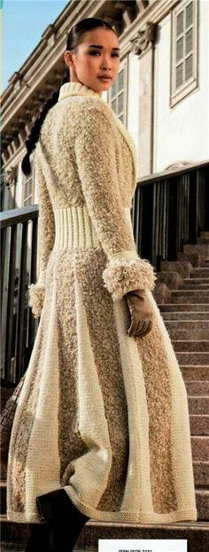 Fashionable lengthy coat of woolen yarn and boucle yarn knitted with knitting needles Crochet Cardigan, Long Cardigan, Knit Crochet, Irish Crochet, Coat Patterns, Knitting Patterns, Crochet Patterns, Boucle Yarn, Wool Yarn