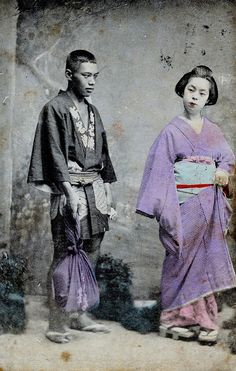 Geisha and servant, 1900. This man could possible be a hakoya, a man who carried geisha's shamisen.
