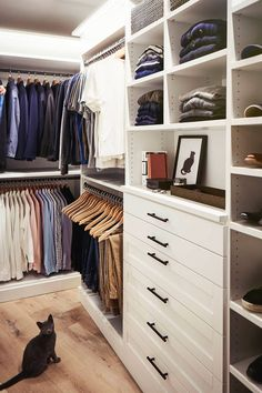 Collection of closet designs to organize your master bedroom, bring comfort and luxury into your home organization. Walk in closet design ideas Modern bedroom design with walk-in closet and sliding doors Custom-built walk-in closets are luxurious Master Closet Design, Walk In Closet Design, Master Bedroom Closet, Closet Designs, Master Suite, Closet Renovation, Closet Remodel, Garderobe Design, Armoire Dressing
