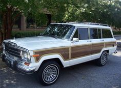 I miss my old Jeep! It's a 1991 Jeep Grand Wagoneer. My first car, first love. A lot of firsts happened around or even In this beast! ❤️❤️❤️