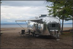 I want an airstream! Airstream Campers, Vintage Airstream, Camper Trailers, Airstream Living, Travel Trailers, Campers World, Happy Campers, 2 Kind, Less Is More
