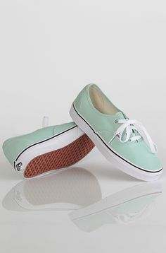 Vans Authentic kengät Gossamer Green/True White 49,90 € www.dropinmarket.com