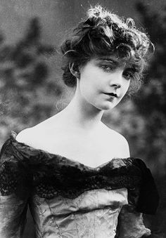 Lillian Gish -1915.                                                                                                                                                                                 More