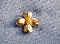 Vintage Brooch Pin Dogwood Flower Gold Tone Bridal Sash Jewelry Bouquet Wedding Jewellry Gift Christmas Birthday