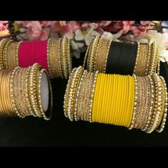 Fulfill a Wedding Tradition with Estate Bridal Jewelry Antique Jewellery Designs, Gold Earrings Designs, Antique Jewelry, Jewelry Design, Indian Jewelry Sets, Indian Wedding Jewelry, Indian Bangles, Indian Accessories, Hand Accessories