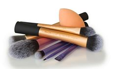 Sam and Nic from Real Techniques share their quality collection with us and offer you the opportunity to WIN a set of your own! Real Techniques Makeup Brushes, Best Makeup Brushes, Makeup Brush Set, Best Makeup Products, Essentials Magazine, Brush Sets, Makeup Sponge, Professional Makeup, Make Up