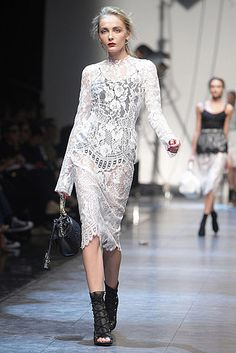 Dolce & Gabbana // Learn how to hand render lace: http://www.universityoffashion.com/lessons/rendering-lace/