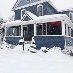 Benjamin Moore Newburyport Blue exterior