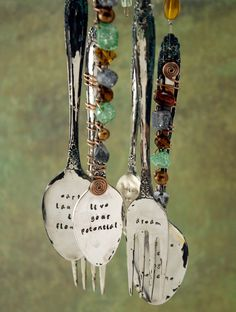 Wind chimes are one of the most popular garden ideas with some very different and unique designs. We bring you the 48 best DIY and upscale wind chimes. Spoon Jewelry, Metal Jewelry, Diy Jewelry, Metal Crafts, Diy Crafts, Fork Crafts, Shell Crafts, Diy Wind Chimes, Wine Bottle Crafts