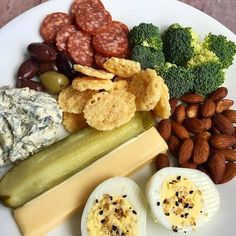 Snack plate lunch today for my first meal of the day. Didnt feel like cooking but lets get real this was delicious. Keto doesnt have Healthy Afternoon Snacks, Lunch Snacks, Keto Snacks, Healthy Snacks, Party Snacks, Keto Foods, Ketogenic Recipes, Low Carb Recipes, Ketogenic Diet