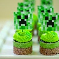 Looking to make a Minecraft cake? These 25 different Minecraft birthday cake ideas will give you plenty of inspiration, from easy to make frosted cubes to elaborate world scenes. Cupcakes Minecraft, Minecraft Birthday Cake, 7th Birthday, Birthday Parties, Birthday Cakes, Birthday Ideas, Mine Craft Party, Cupcake Toppers Free, Cupcake Cakes