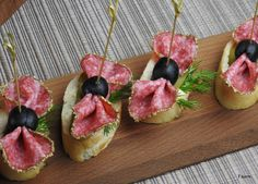 Wykwintne przekąski z salami – Fajerki i smak Mini Appetizers, Appetizer Recipes, Amazing Food Decoration, Tapas, Red Potato Recipes, Cooking For A Crowd, Healthy Snacks, Healthy Recipes, Brunch Party