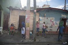 En colmados del Distrito se vendió alcohol de forma normal este Viernes Santos