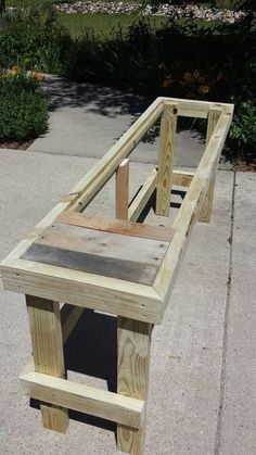 Pallet Furniture Projects Cutting the Pallet Wood - In this Instructable I'll demonstrate how to build an outdoor bar/table with a reclaimed pallet wood top. This project is relatively simple and can be completed i. Outdoor Pallet Projects, Diy Wood Projects, Furniture Projects, Diy Furniture, Furniture Stores, Outdoor Furniture, Antique Furniture, Modern Furniture, Funny Furniture