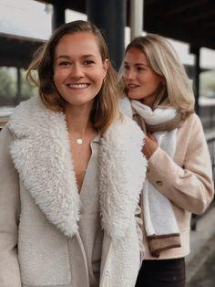 Fur-Wool Mix Cropped Coat deguy.no Fur Coat, Wool, Fashion, Moda, Fashion Styles, Fashion Illustrations, Fur Coats, Fur Collar Coat