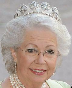 Tiara Mania: Six Button Tiara worn by Princess Christina of Sweden