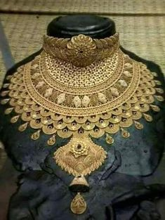 Gold Jewelry In Italy Gold Jewellery Design, Gold Jewelry, Fashion Jewellery, Bohemian Jewelry, Fashion Necklace, Indian Wedding Jewelry, Bridal Jewelry, Jewellery Sketches, Jewelry Patterns