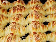 Την συνταγή αυτή την έχω πάρει από την αδερφή μου Daca. Υπέροχα και νόστιμα σπιτικά κρουασάν στα οποία κανένας δεν μπορεί να αντισταθεί :)... Serbian Recipes, Greek Recipes, Sausage Roll Pastry, Kiflice Recipe, Greek Pastries, The Kitchen Food Network, Sweet Breakfast, Homemade Cakes, Brunch Recipes