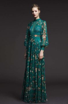See the complete Tadashi Shoji Pre-Fall 2017 collection. - Beauty tips & tricks - See the complete Tadashi Shoji Pre-Fall 2017 collection. Fashion 2017, Look Fashion, Trendy Fashion, Fashion Show, Womens Fashion, Fashion Design, Gypsy Fashion, Fashion Fall, Vogue Fashion