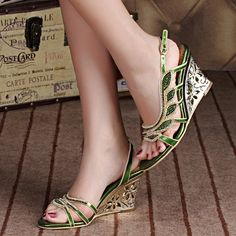 66.95$  Watch here - http://alic7r.shopchina.info/go.php?t=32802762926 - 2017 Summer Fashion Sexy Girl Flower Crystal Leather Wedges High Heels Women Sandals Peep Toe Woman Evening Party Wedding Shoes 66.95$ #magazineonline