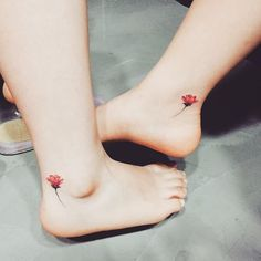 The tattoo is a body art that reveals your personality. Here is an amazing collection of foot tattoos designs to inpire you. You can see different foot tattoos Bff Tattoos, Mini Tattoos, Friend Tattoos, Foot Tattoos, Cute Tattoos, Flower Tattoos, Body Art Tattoos, Small Tattoos, Pretty Tattoos