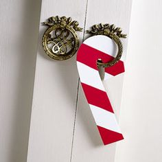 Cool idea to christmas up the door this year